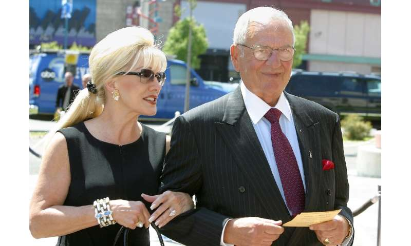 Lee Iacocca and an unidentified woman attend an event in Los Angeles in August 2003 honoring the late comedian Bob Hope