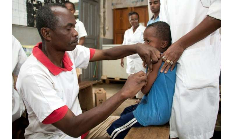 Medics in Madagascar have vaccinated children against measles after hundreds died from the illness during a recent outbreak