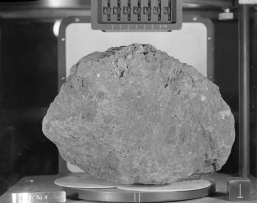 6e5d699de Moon rock recovered by astronauts likely originated on Earth
