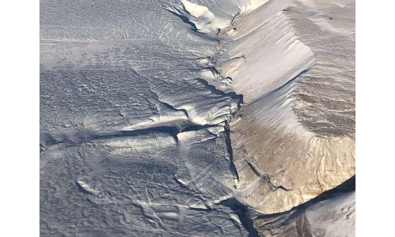 NASA begins final year of airborne polar ice mission