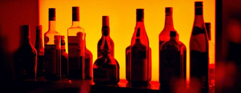 New mothers reduce their alcohol intake, but this change is short-lived