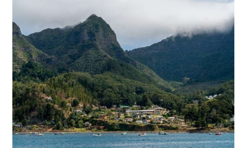 One of three islands in the Juan Fernandez archipelago, Robinson Crusoe Island was discovered in the sixteenth century