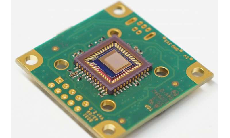 Pin-sized sensor could bring chemical ID to smartphone-sized devices