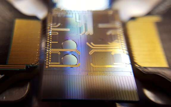 Quantum optical micro-combs