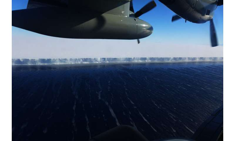 Robots roaming in Antarctic waters reveal why Ross Ice Shelf melts rapidly in summer