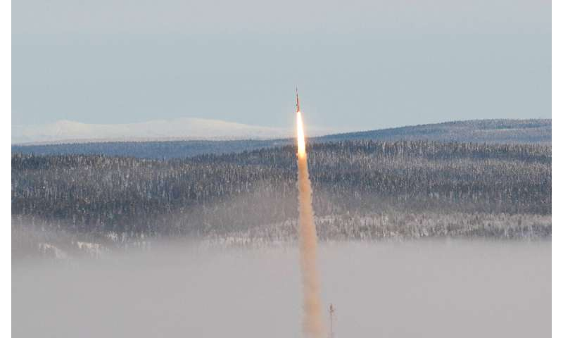 Rockets, evaporating droplets and X-raying metals