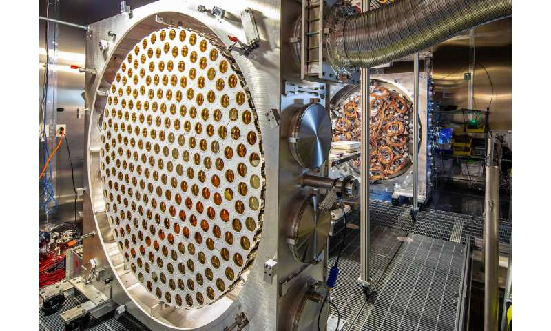 Scientists piece together the largest U.S.-based dark matter experiment