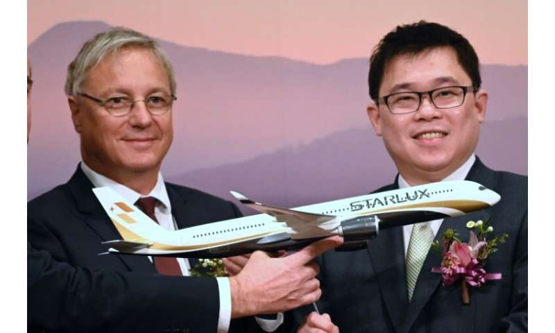 Starlux chairman Chang Kuo-wei, right, joined  Christian Scherer, Chief Commercial Officer of Airbus, for a signing ceremony in