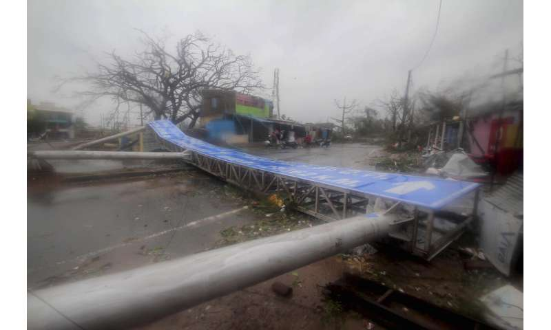 Strong cyclone lashes east India, impacts Asian subcontinent
