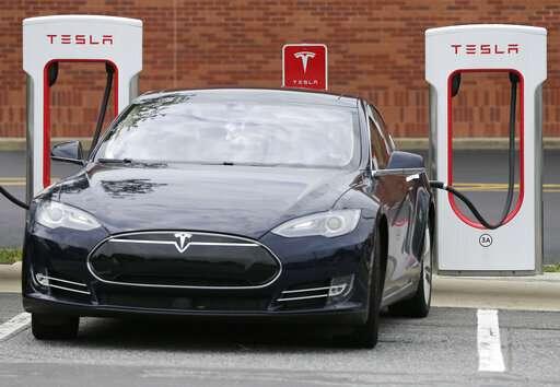 Tesla knocks $1,100 off price of the Model 3