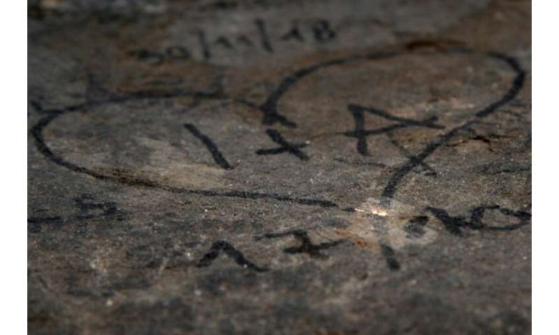 The laser evaporates the graffiti without damaging the stone underneath