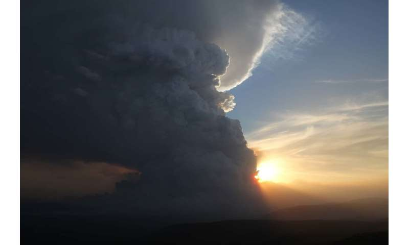 The shape of a perfect storm: saving lives by predicting firestorms