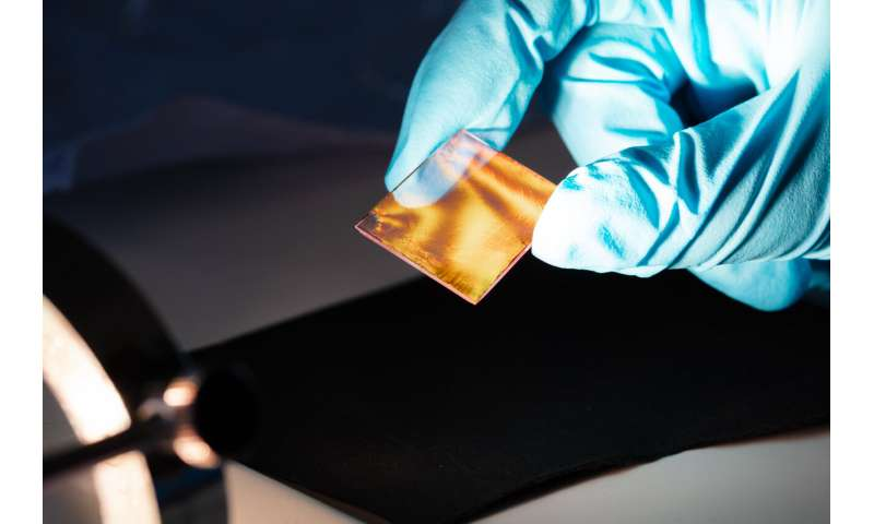 Ultra-thin superlattices from gold nanoparticles for nanophotonics