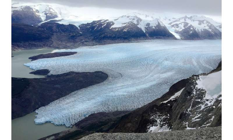 Underwater ice terrace observed at the front of glaciar grey