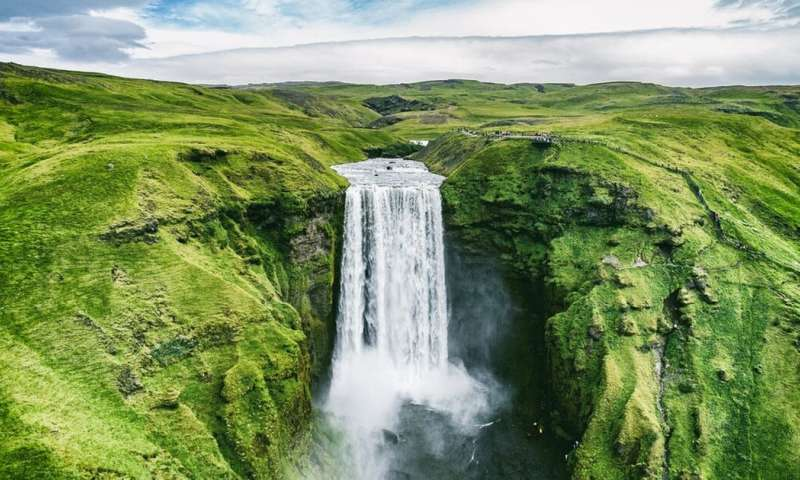 Waterfall illusion: when you see still objects move – and what it tells you about your brain