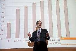 Economics professor describes a brain in conflict with itself
