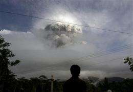 Huge volcanic blast spurs more Indonesians to flee (AP)