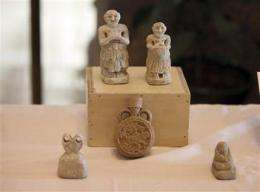 Iraq displays hundreds of recovered artifacts (AP)