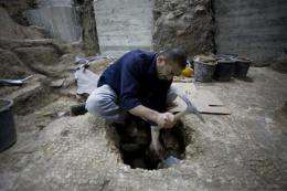 Israeli archaeologists uncover Roman pool (AP)