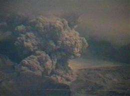 Russia's Kamchatka volcanoes spew giant ash clouds (AP)