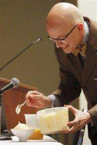 White House chef whips up desserts with chemistry (AP)
