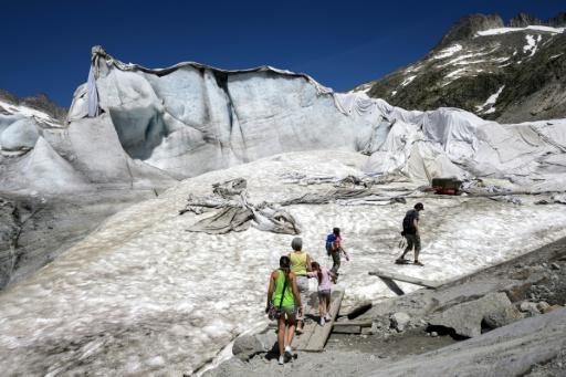 Blankets Cover Swiss Glacier In Vain Effort To Halt Icemelt