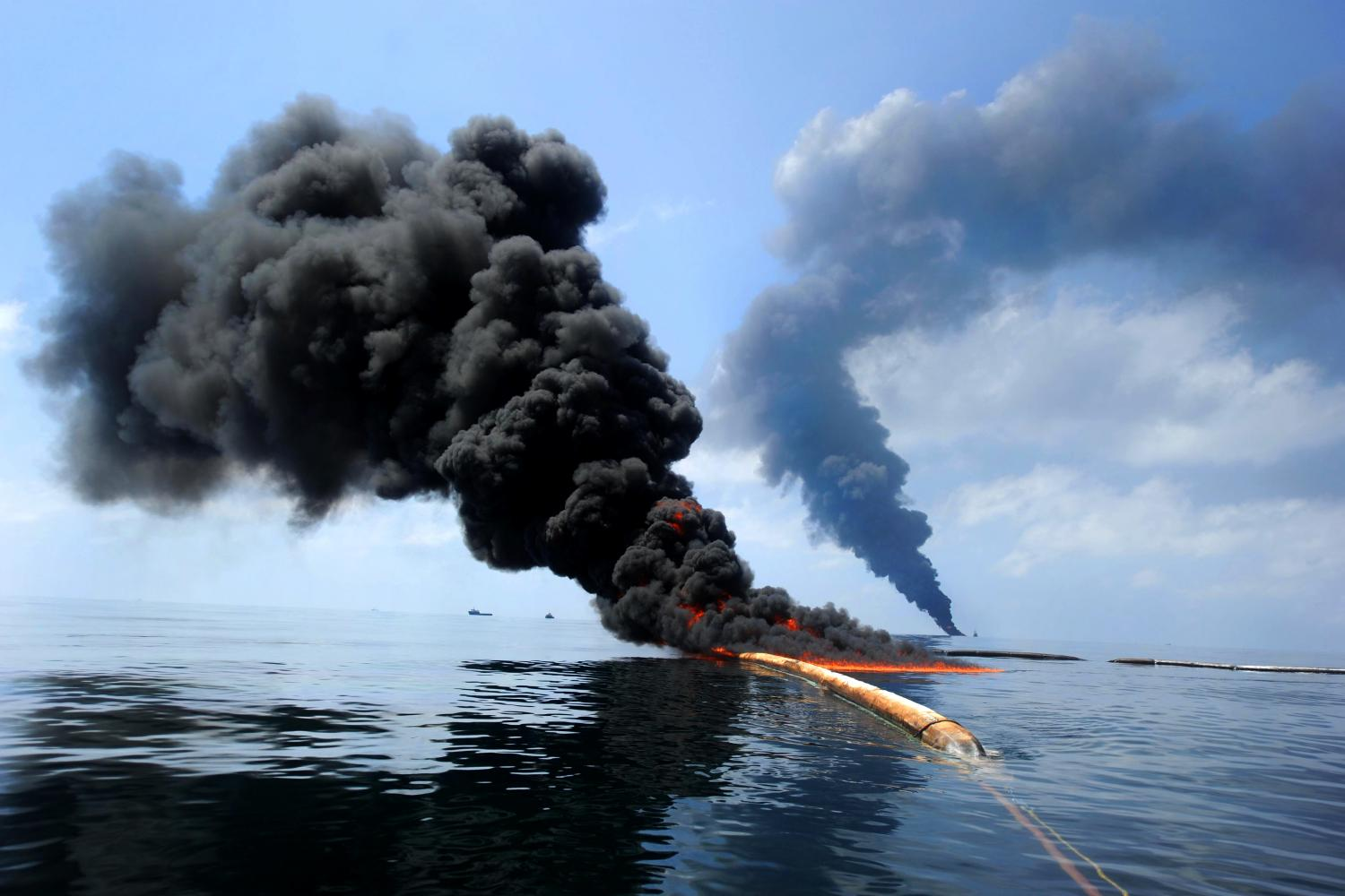 environmental ethics issue on oil spills Ethical issue • how would bp react to the oil spill dilemma for the issue stakeholders environment government residents.