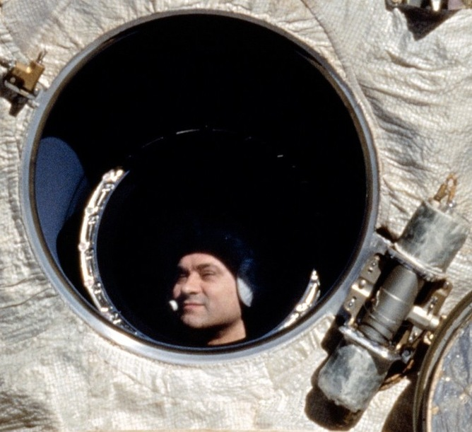 longest astronaut in space station - photo #38