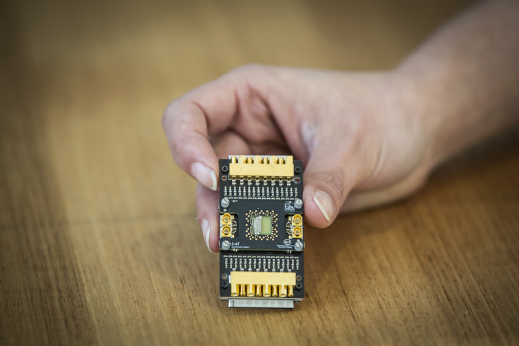 And cash are muddying public understanding of quantum computing a semiconductor qubit device mounted on a custom cryogenic printed circuit board credit jayne ionuniversity of sydney author provided solutioingenieria Image collections