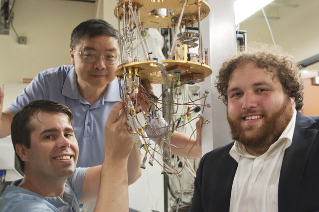 Physicists devise new approach to manipulate silicon 'qubits'