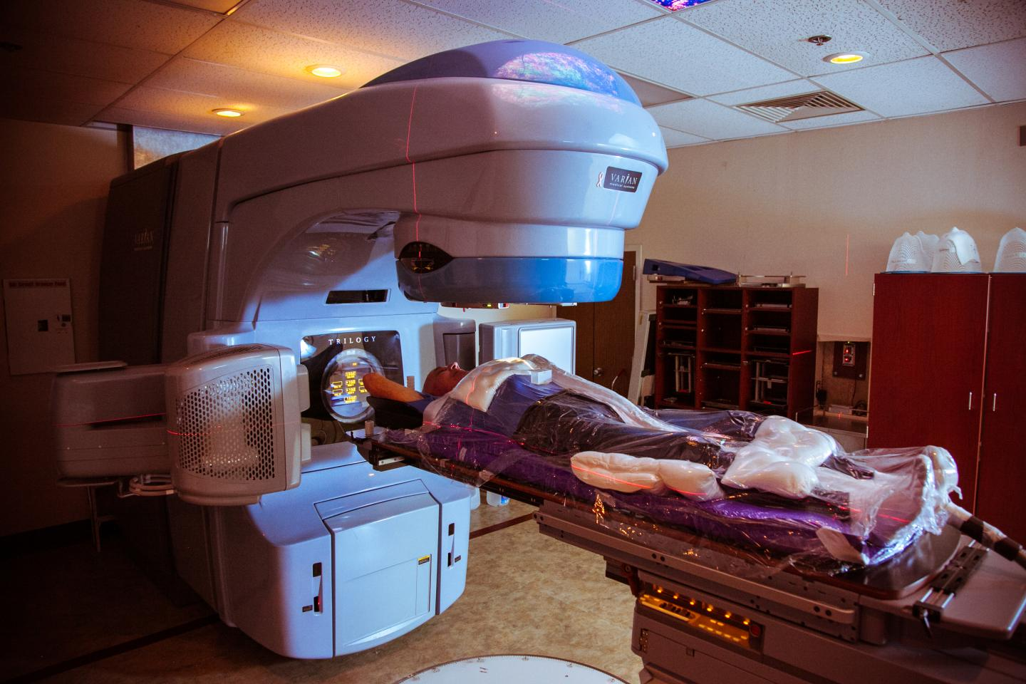 Pictures of and radiation chest wall inflammation and radiation - A Patient Receives Stereotactic Body Radiation Therapy Sbrt To Treat Lung Cancer Credit American Society For Radiation Oncology Adam Donohue