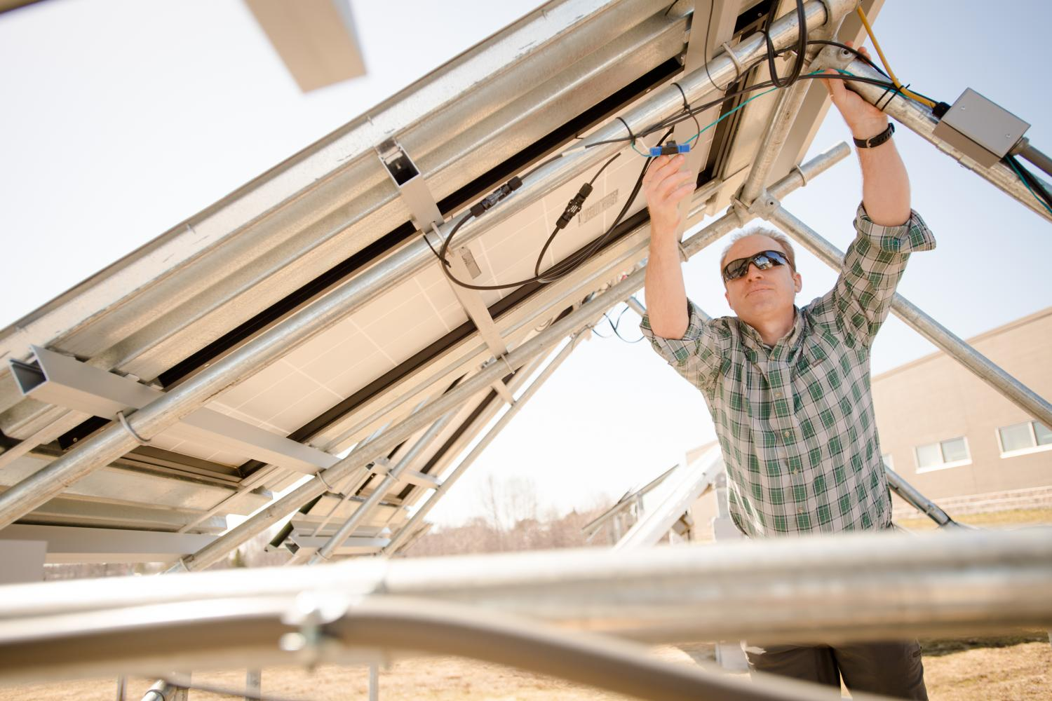 Saving lives and money: the potential of solar to replace coal