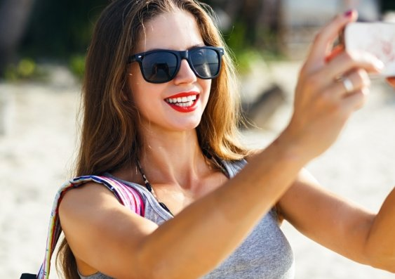 New Study Reveals Why Women Take Sexy Selfies-8649