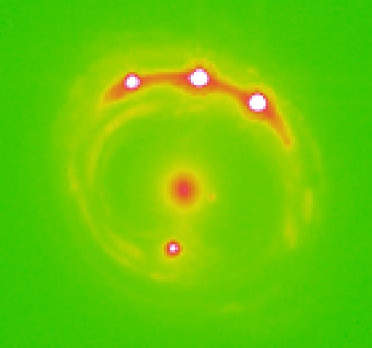 La lentille gravitationnelle sur le quasar RX J1131-1231 avec les quatre quasars observés. Crédit: Université de l'Oklahoma