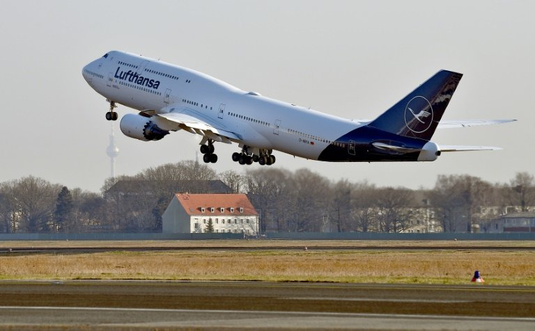 lufthansa soars to record profits in 2017