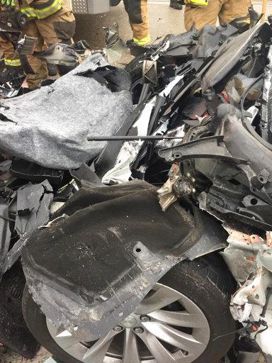 tesla in autopilot mode sped up before crashing