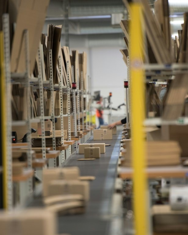 logistics h m As part of its business strategy to further develop its northern european retail operations, h&m had built a central distribution hub in hamburg, germany.