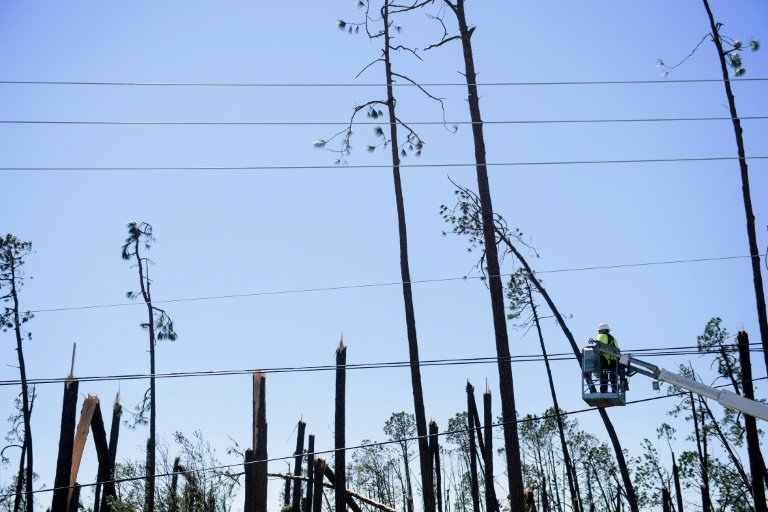 Storm left wide swath of Florida a communications dead zone