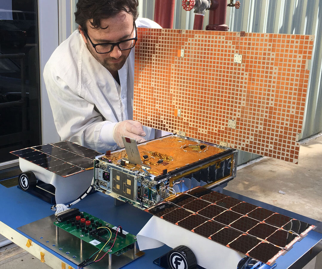 Beyond Mars, the mini MarCO spacecraft fall silent