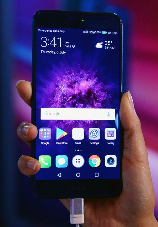 Handset makers look to gamers for sales boost
