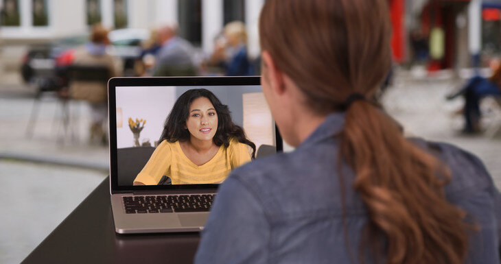 How do distance learners connect?