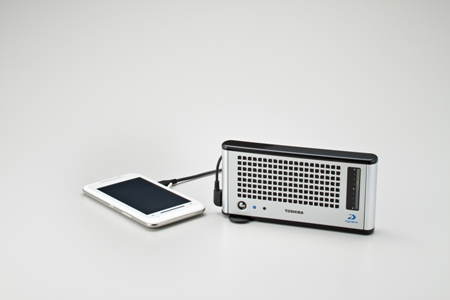 Toshiba launches portable fuel-cell for mobiles