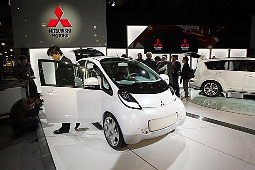 Japan Electric Car Makers Utility Plan Battery Charge