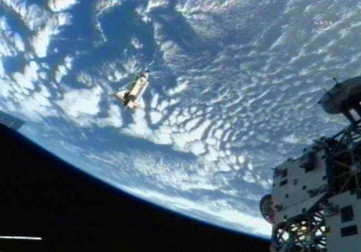 space shuttle landing from space to earth - photo #18