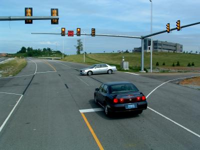 of yellow caution traffic lights could prevent accidents: study