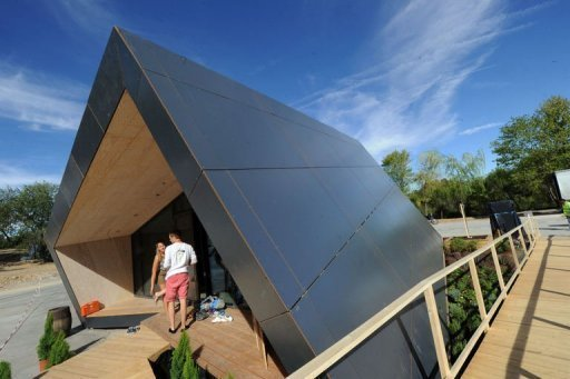 Swivelling Solar Home Stars In Madrid Contest