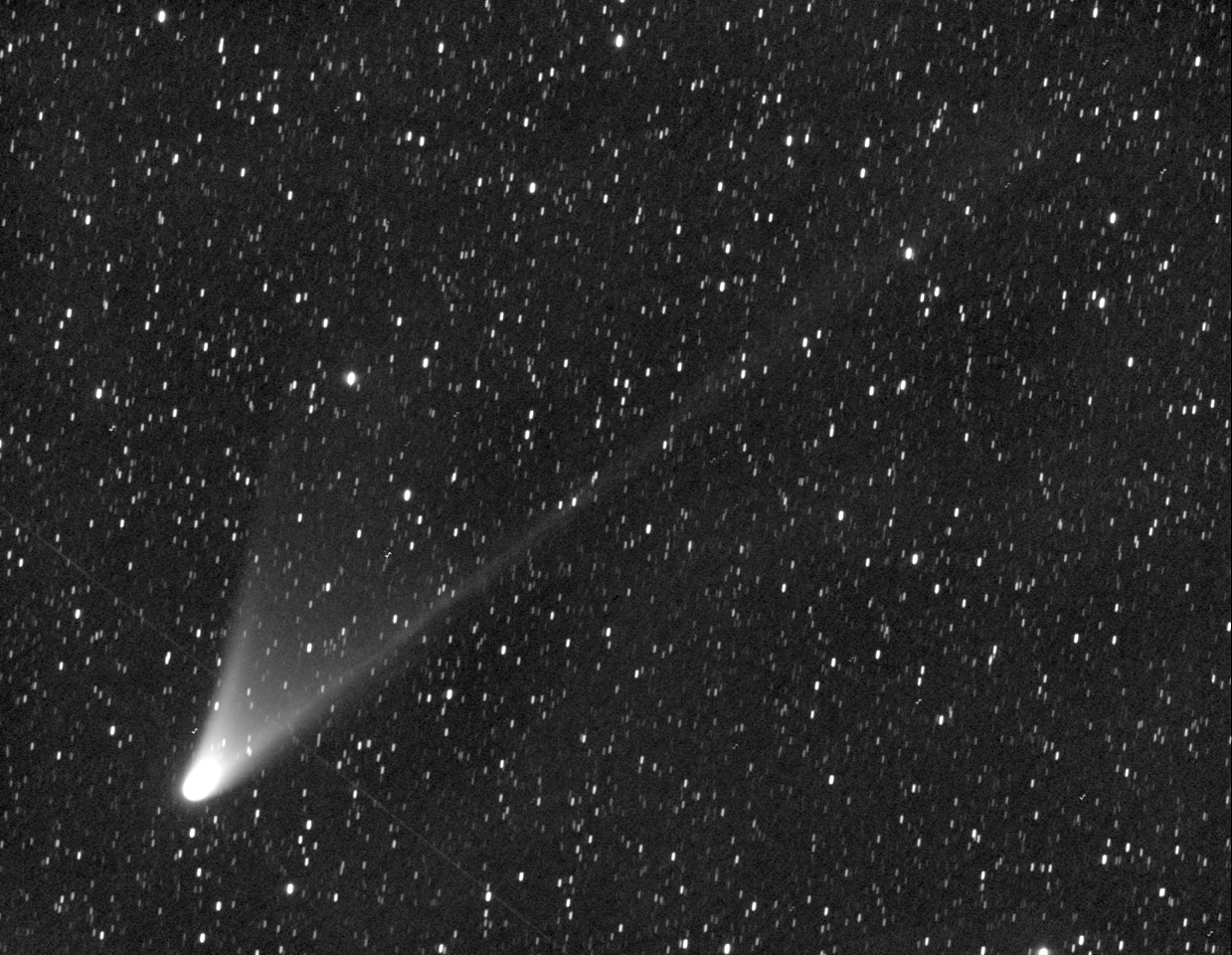 eye photo Naked exploding comet visible