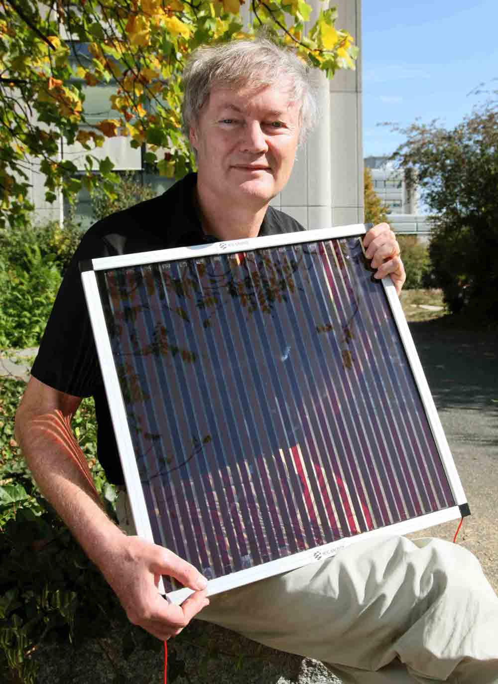 Dye Sensitized Solar Cells Rival Conventional Cell Efficiency