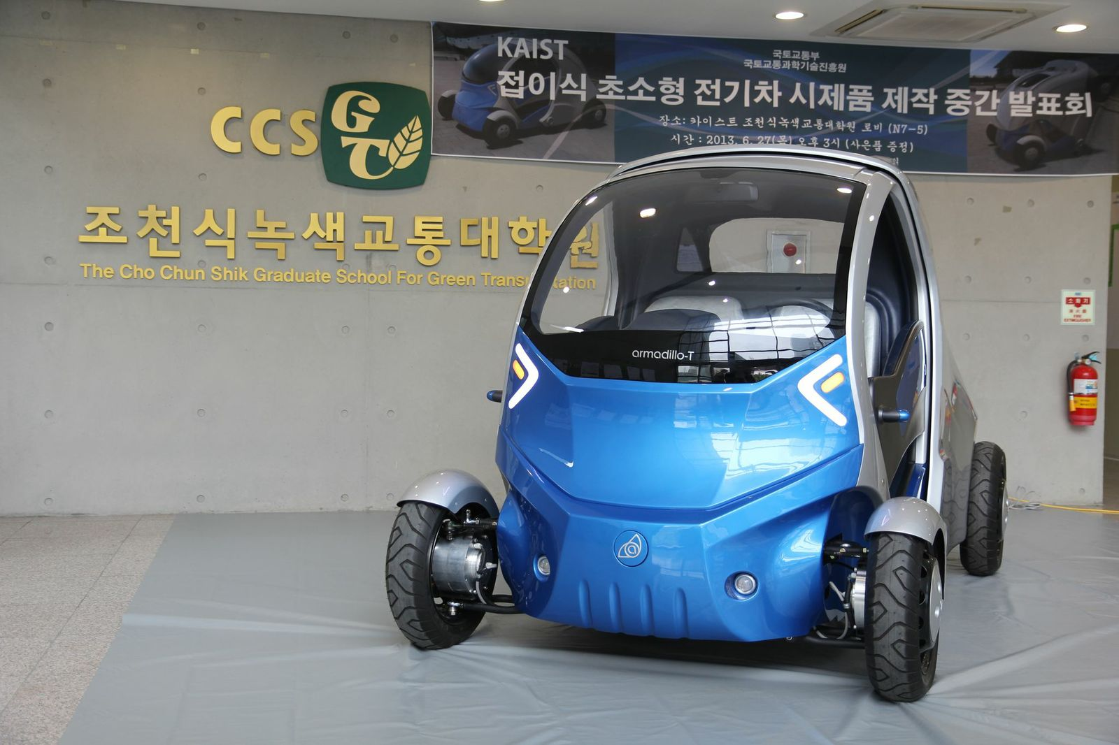 team unveils foldable micro electric car, armadillo-t (w/ video)