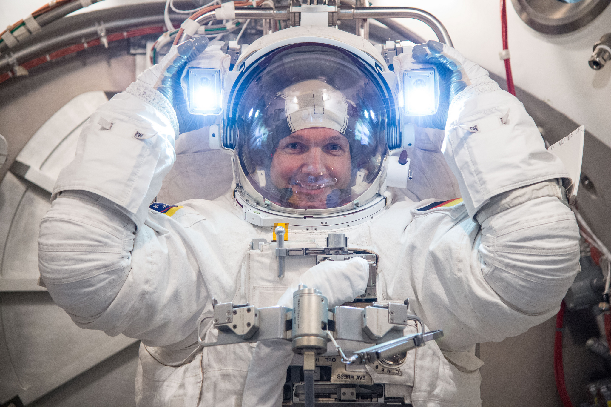 an astronaut in his space suit and with a propulsion - photo #22